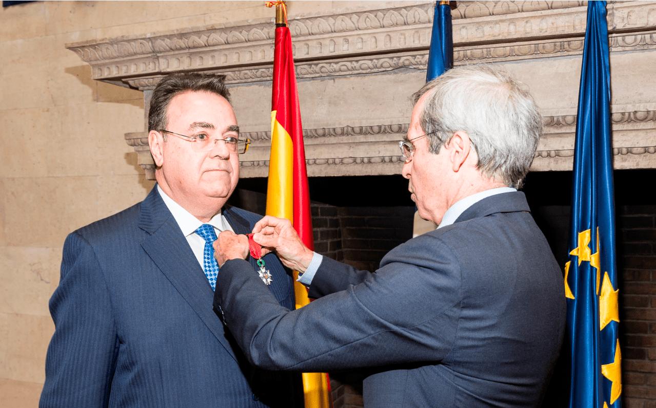 insignia de Caballero de la Orden Nacional de la Legión de Honor